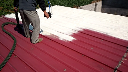 视频--屋顶保温fangshuixian场喷涂